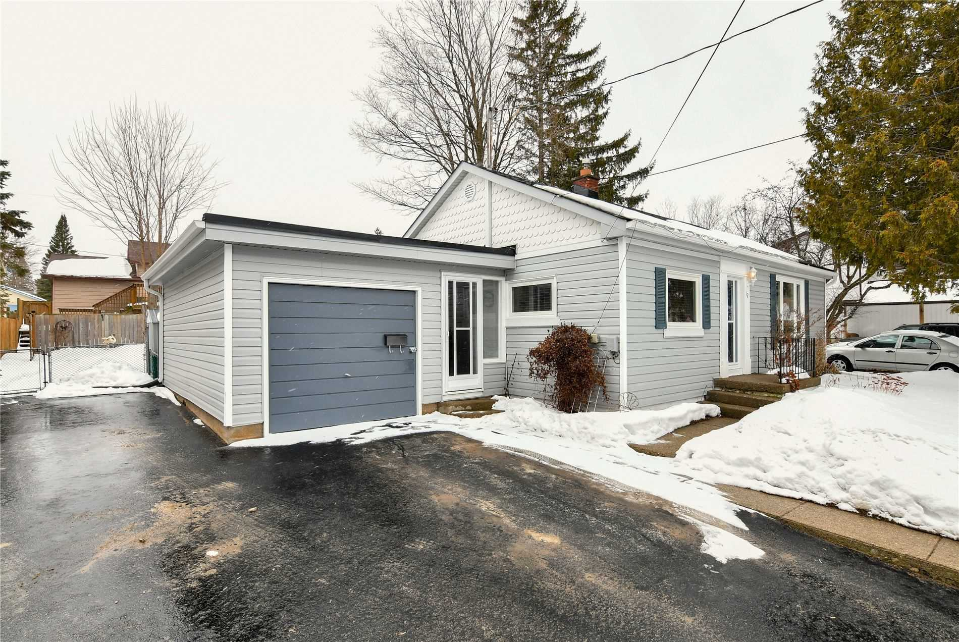 pictures of house for sale MLS: W4714368 located at 12 Margaret St, Orangeville L9W2N2
