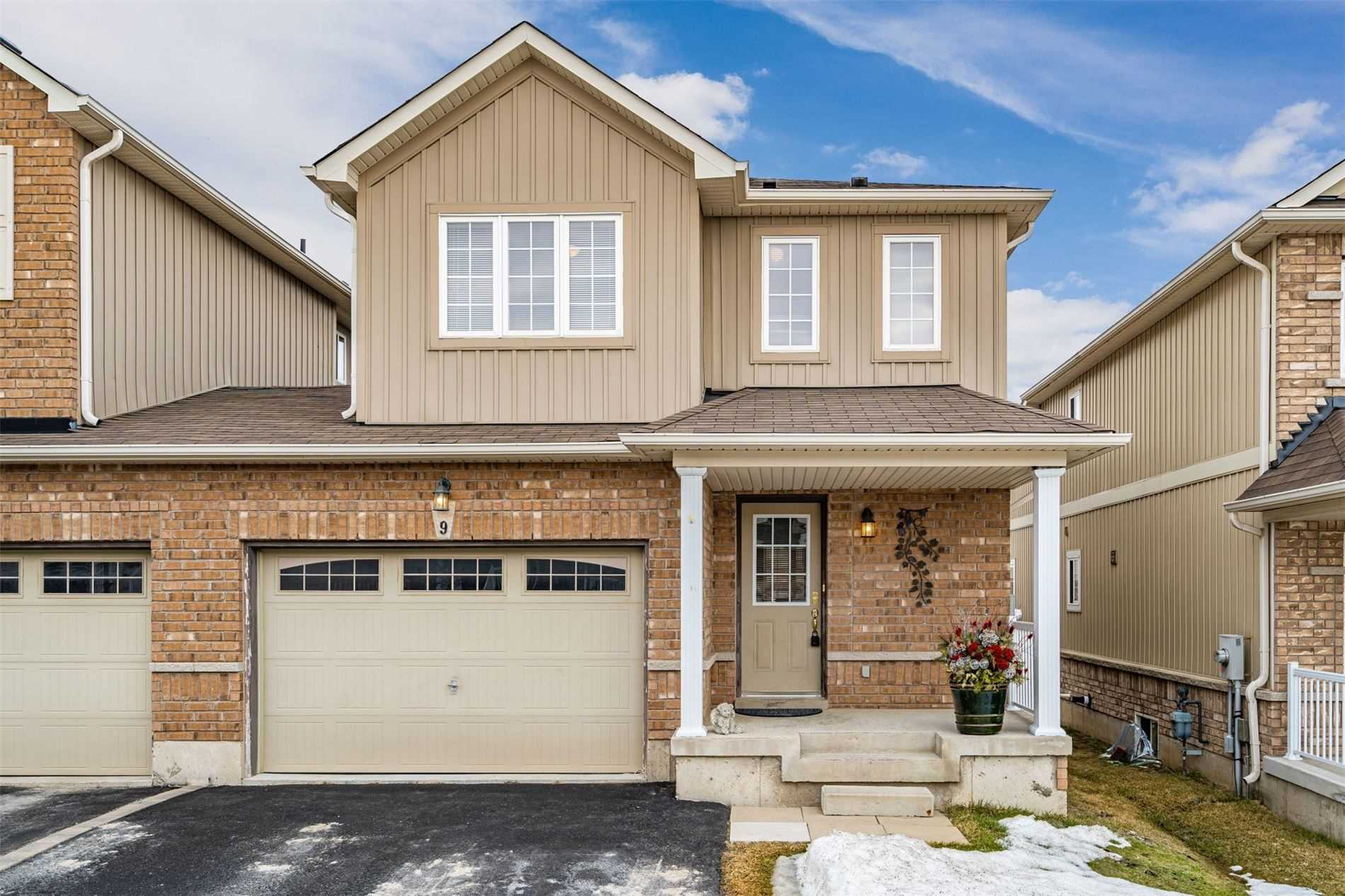 pictures of house for sale MLS: W4715933 located at 9 James Arnott Cres, Orangeville L9W0B5