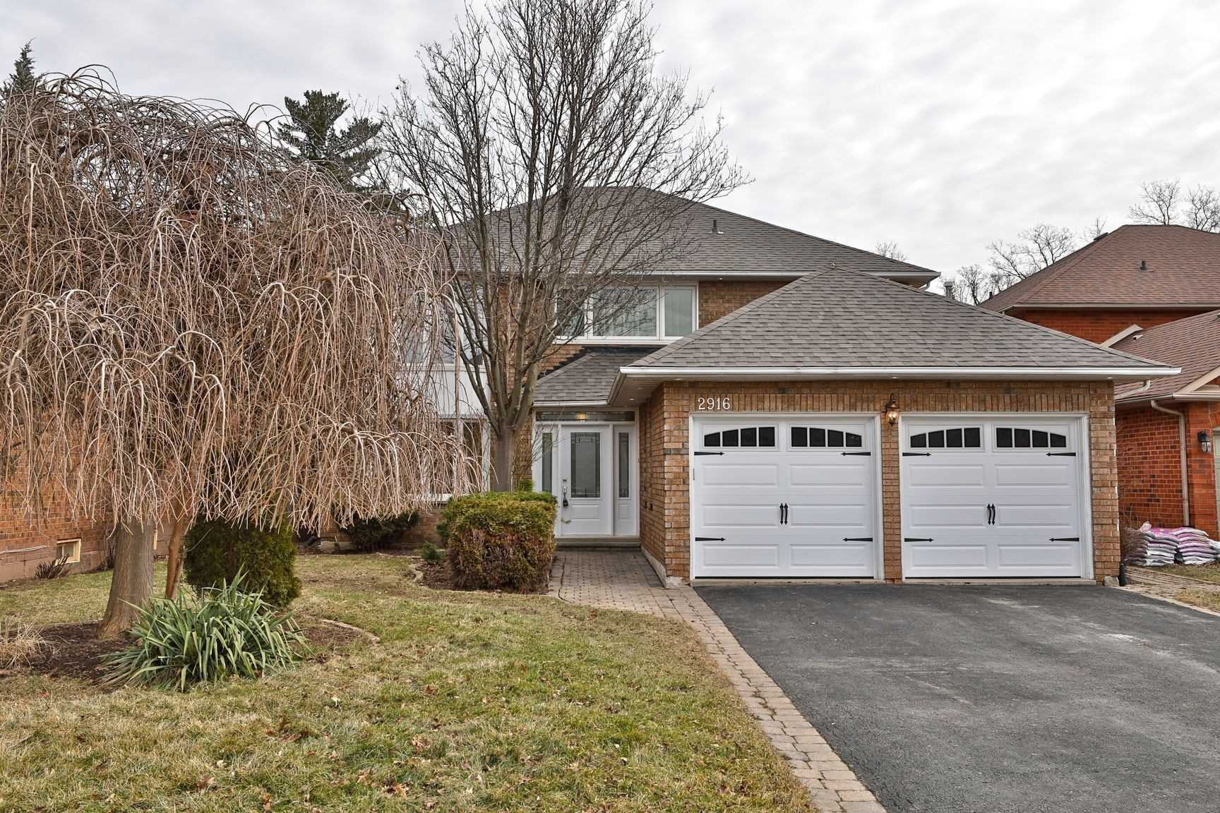 pictures of house for sale MLS: W4719198 located at 2916 Kingsway Dr, Oakville L6J6R2