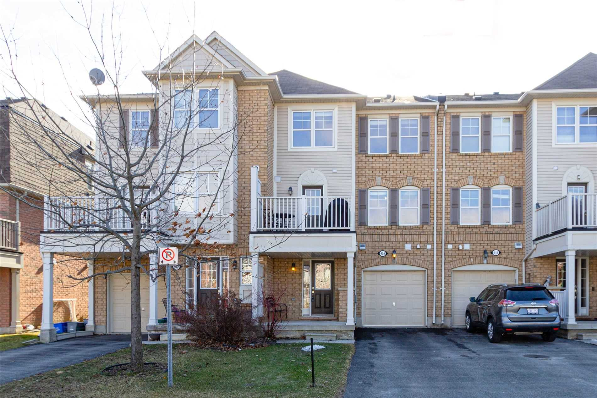 pictures of house for sale MLS: W4719331 located at 920 Ambroise Cres, Milton L9T0M2