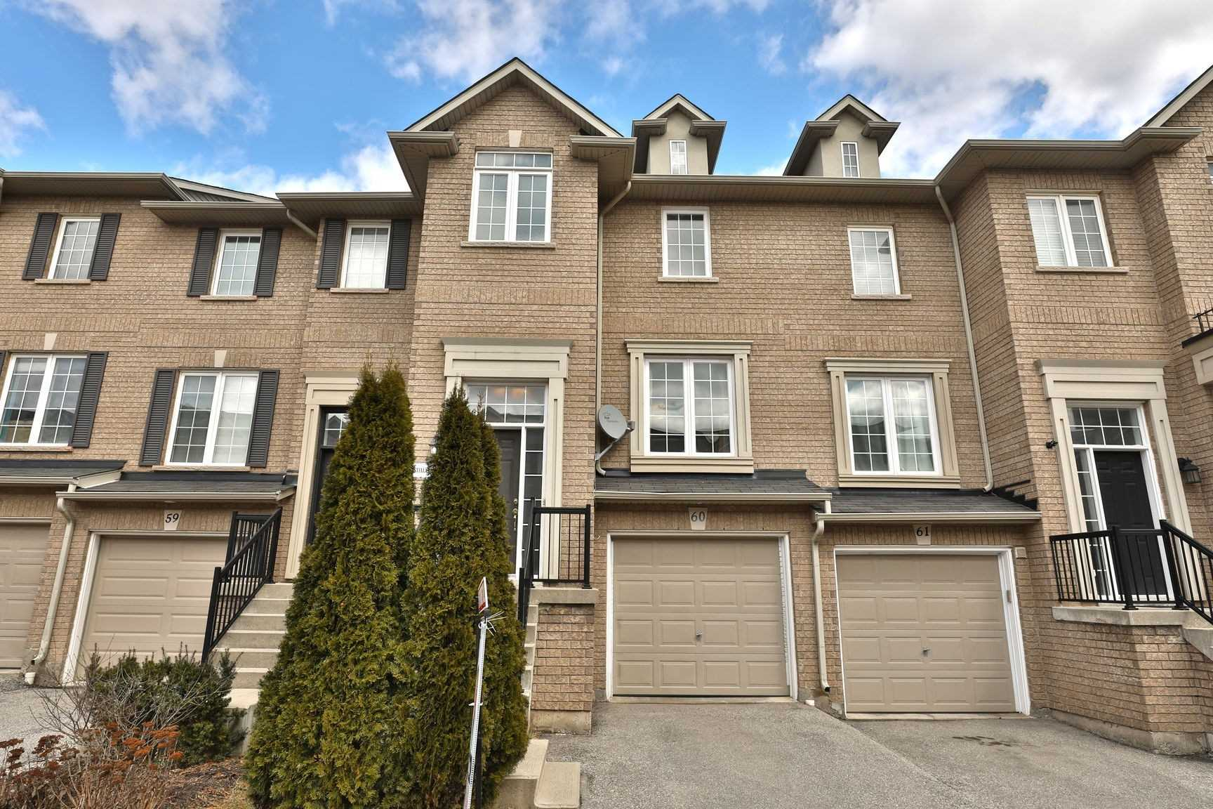 pictures of house for sale MLS: W4719634 located at 2280 Baronwood Dr, Oakville L6M0K4