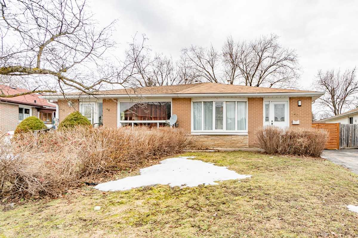 pictures of house for sale MLS: W4723818 located at 49 Lawrence Ave, Orangeville L9W1S6