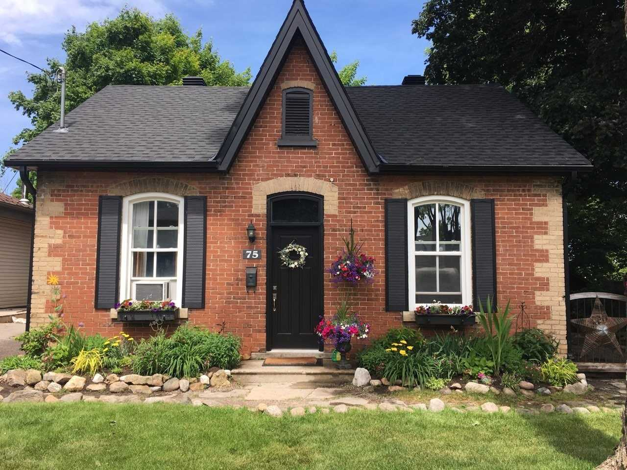 pictures of house for sale MLS: W4723885 located at 75 John St, Orangeville L9W2P7