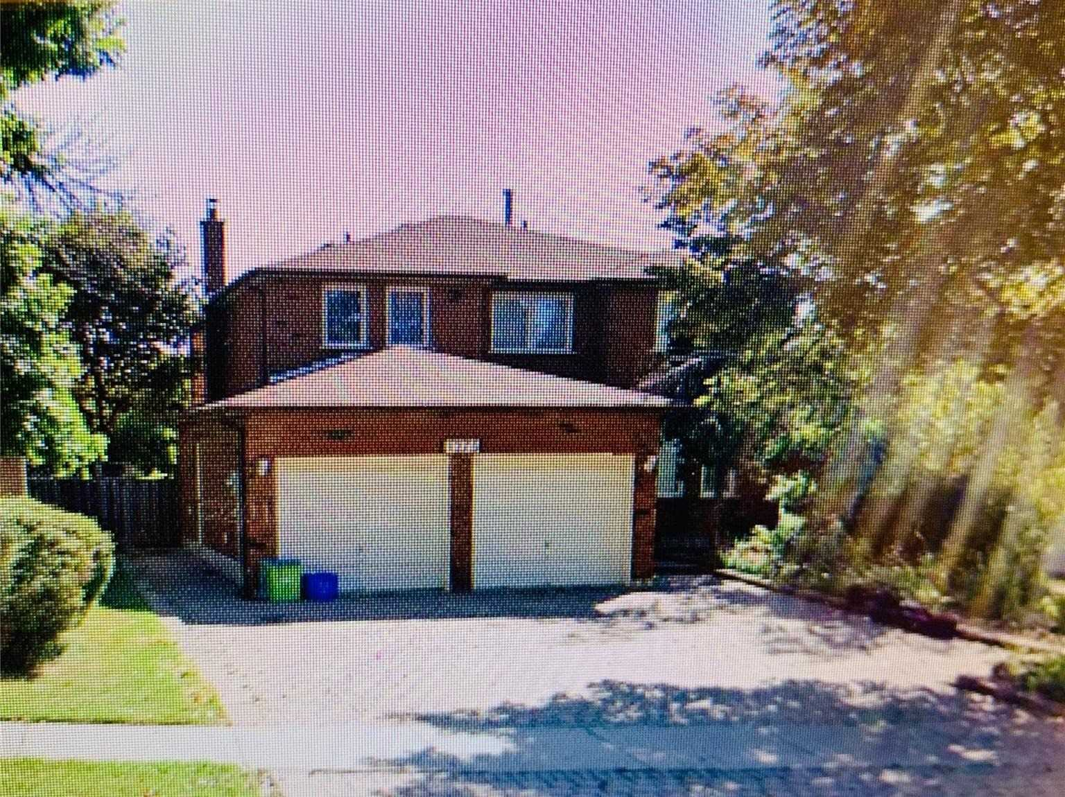 pictures of house for sale MLS: W4726901 located at 1275 Sir David Dr, Oakville L6J6W1