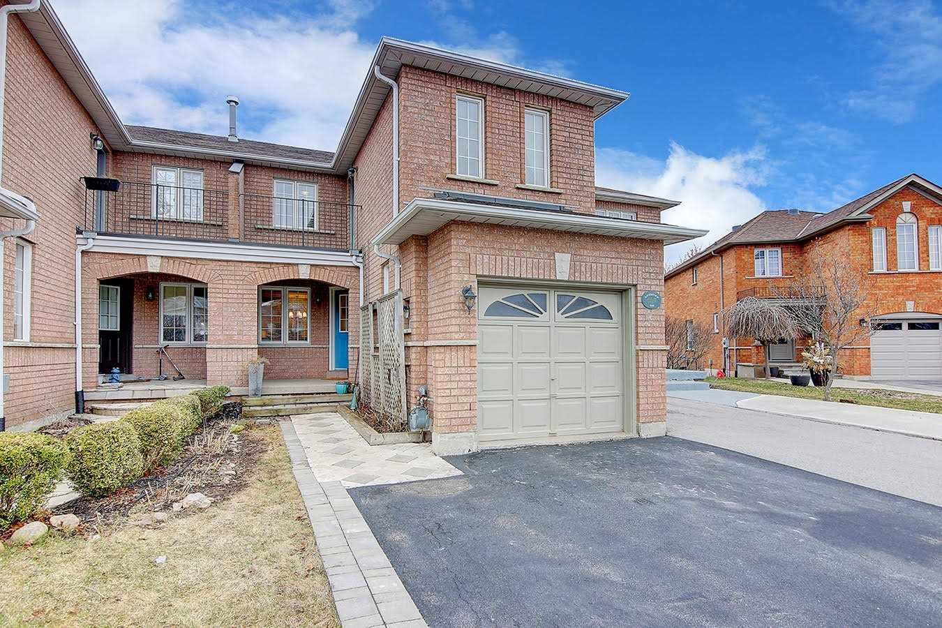 pictures of house for sale MLS: W4727209 located at 407 Ravineview Way, Oakville L6H6S7