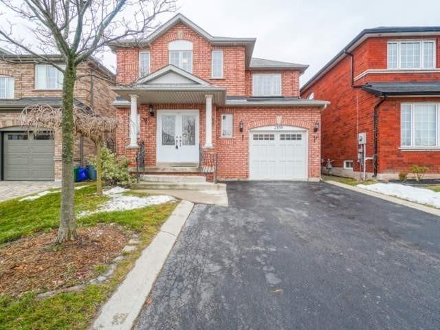 pictures of house for sale MLS: W4730272 located at 2156 Village Squire Lane, Oakville L6M3W8