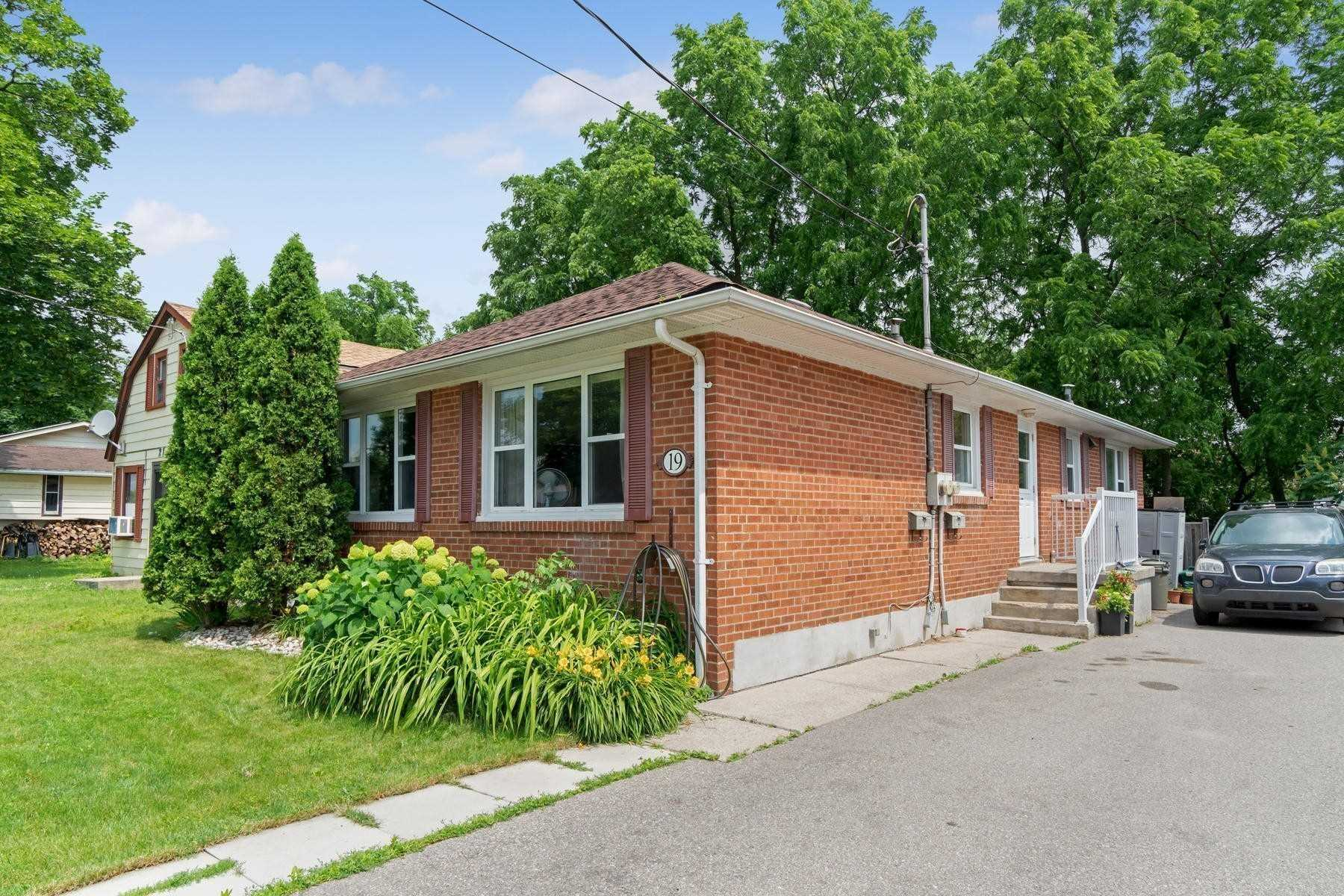 pictures of 19 Academy Rd, Halton Hills L7G3N7