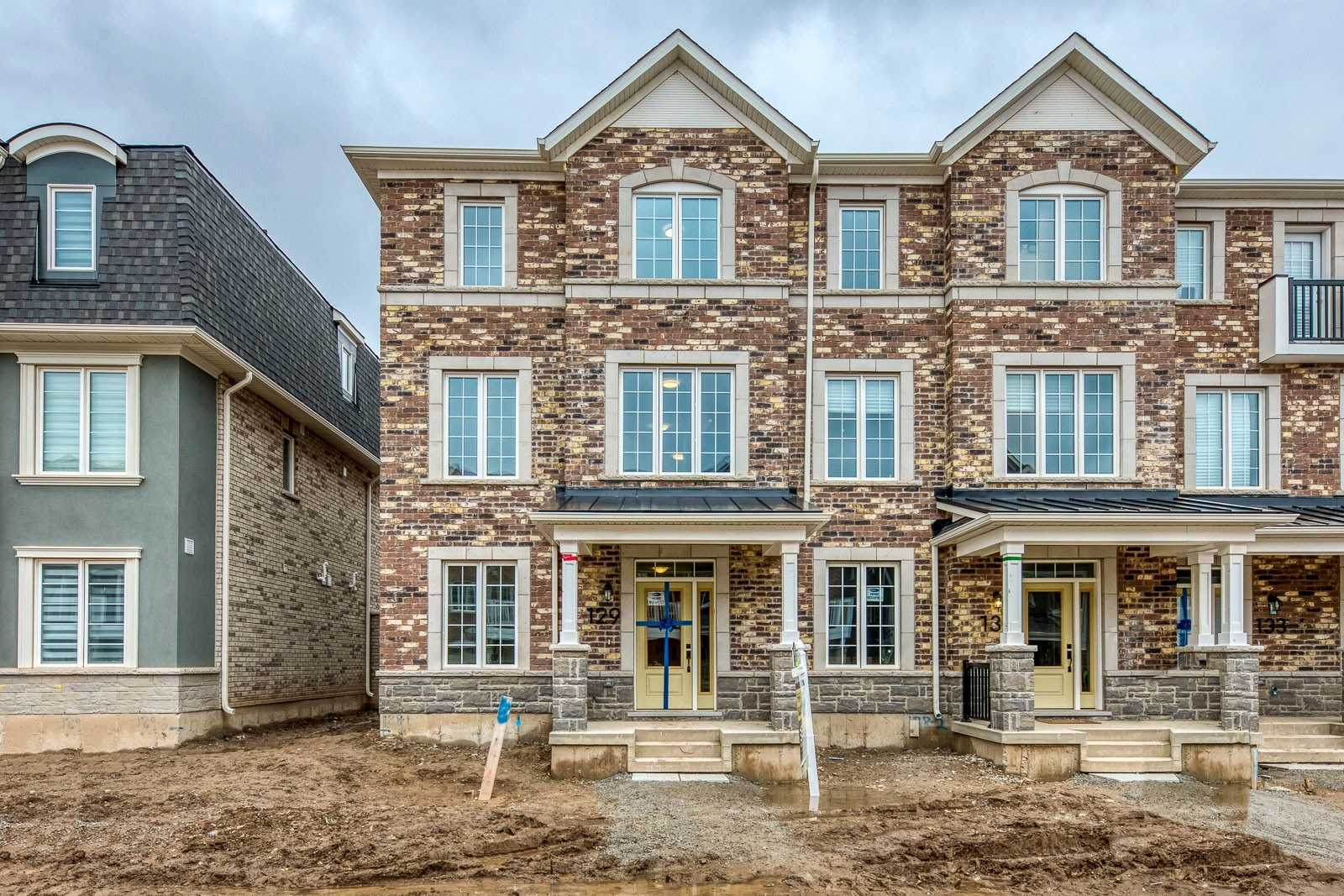 pictures of house for sale MLS: W4731074 located at 129 Stork St, Oakville L6H0X8