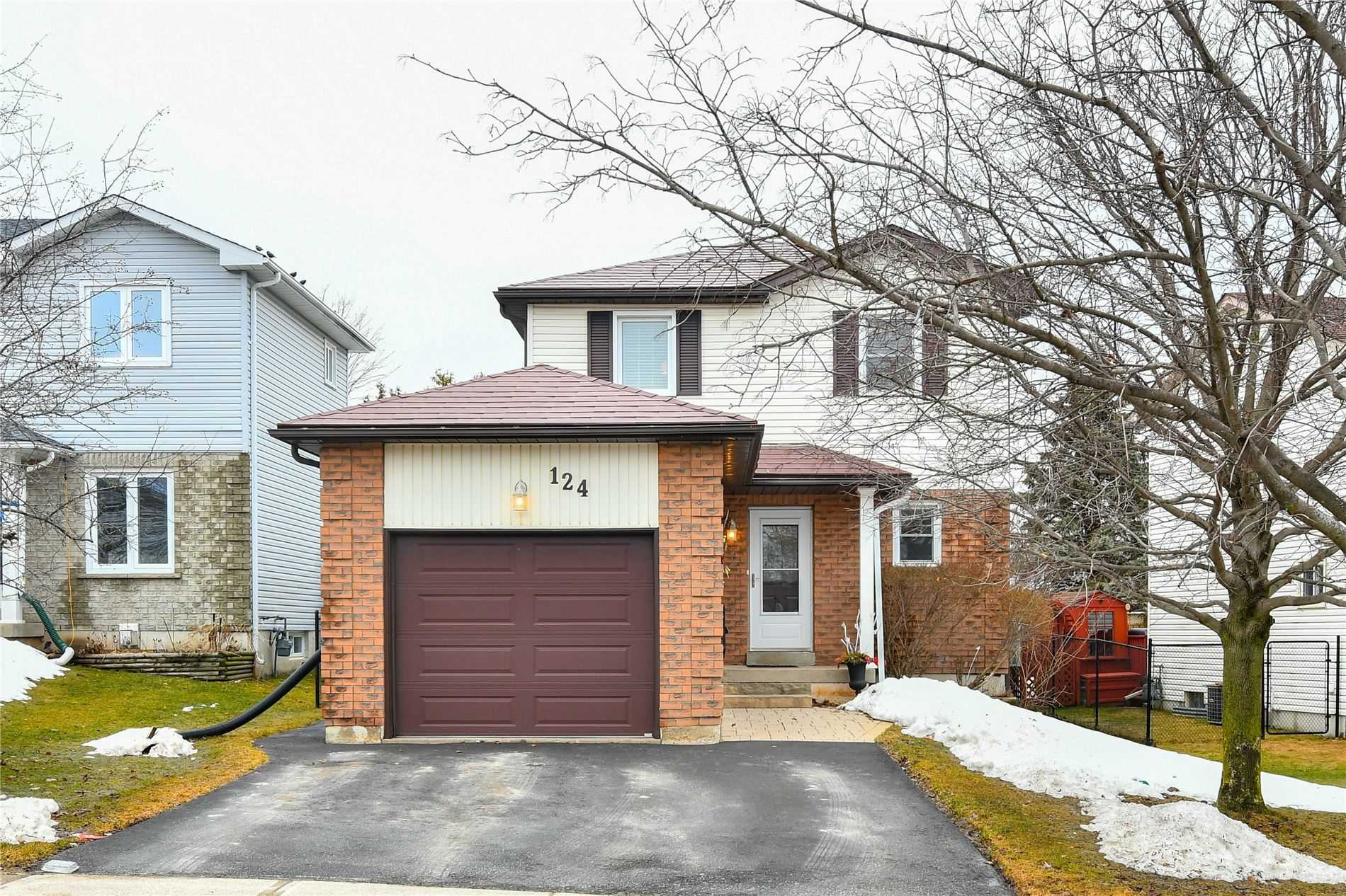pictures of house for sale MLS: W4731078 located at 124 Courtney Cres, Orangeville L9W4S3