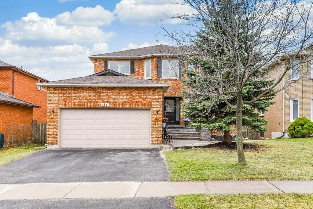 pictures of house for sale MLS: W4734653 located at 1278 Winterbourne Dr, Oakville L6J7E3