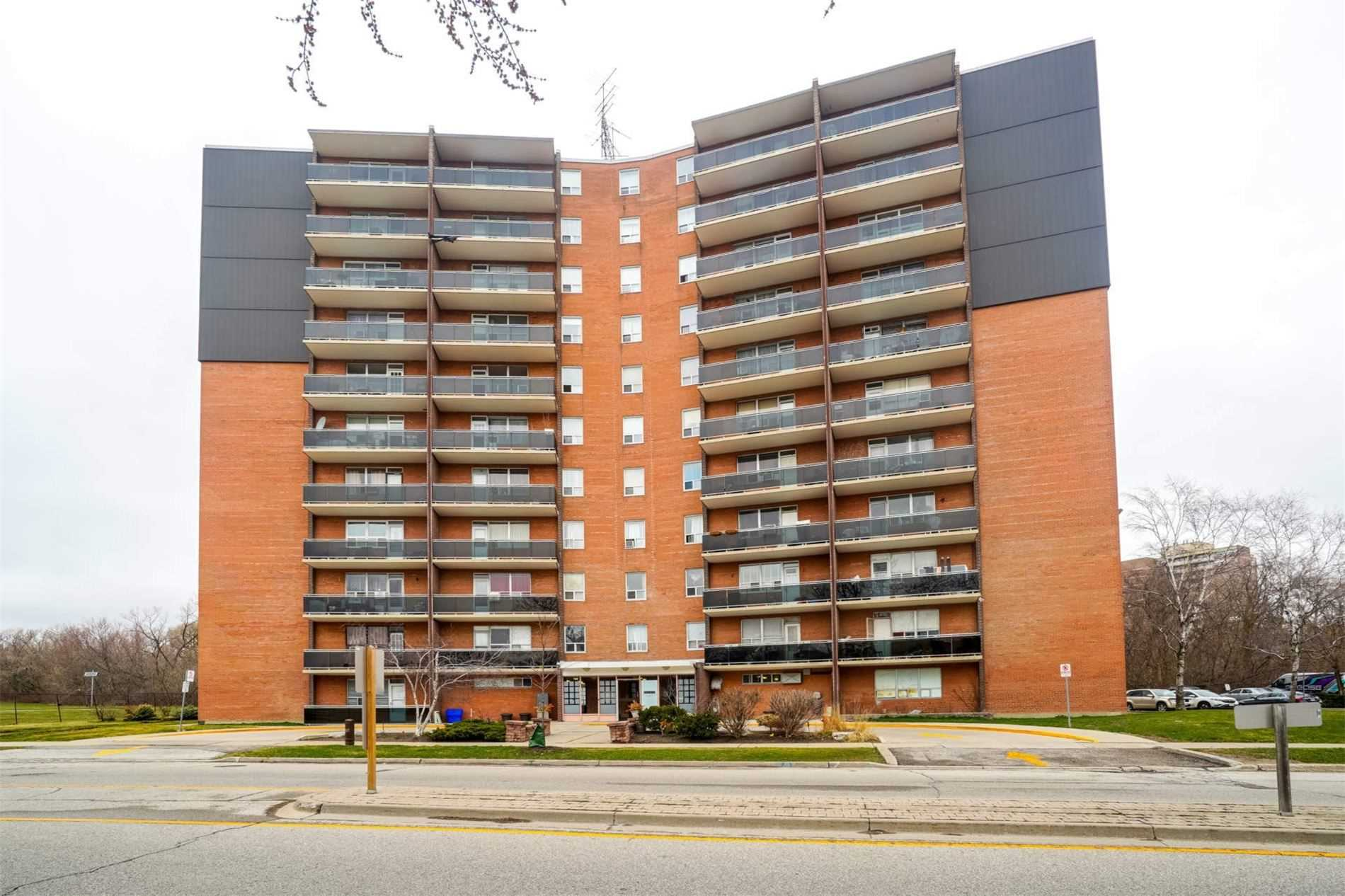 pictures of 3145 Queen Frederica Dr, Mississauga L4Y3A7