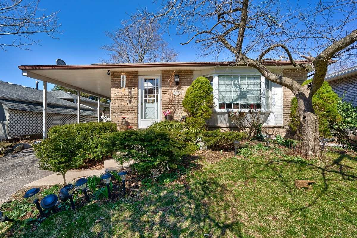 pictures of house for sale MLS: W4737058 located at 101 Osborne Cres, Oakville L6H1G2