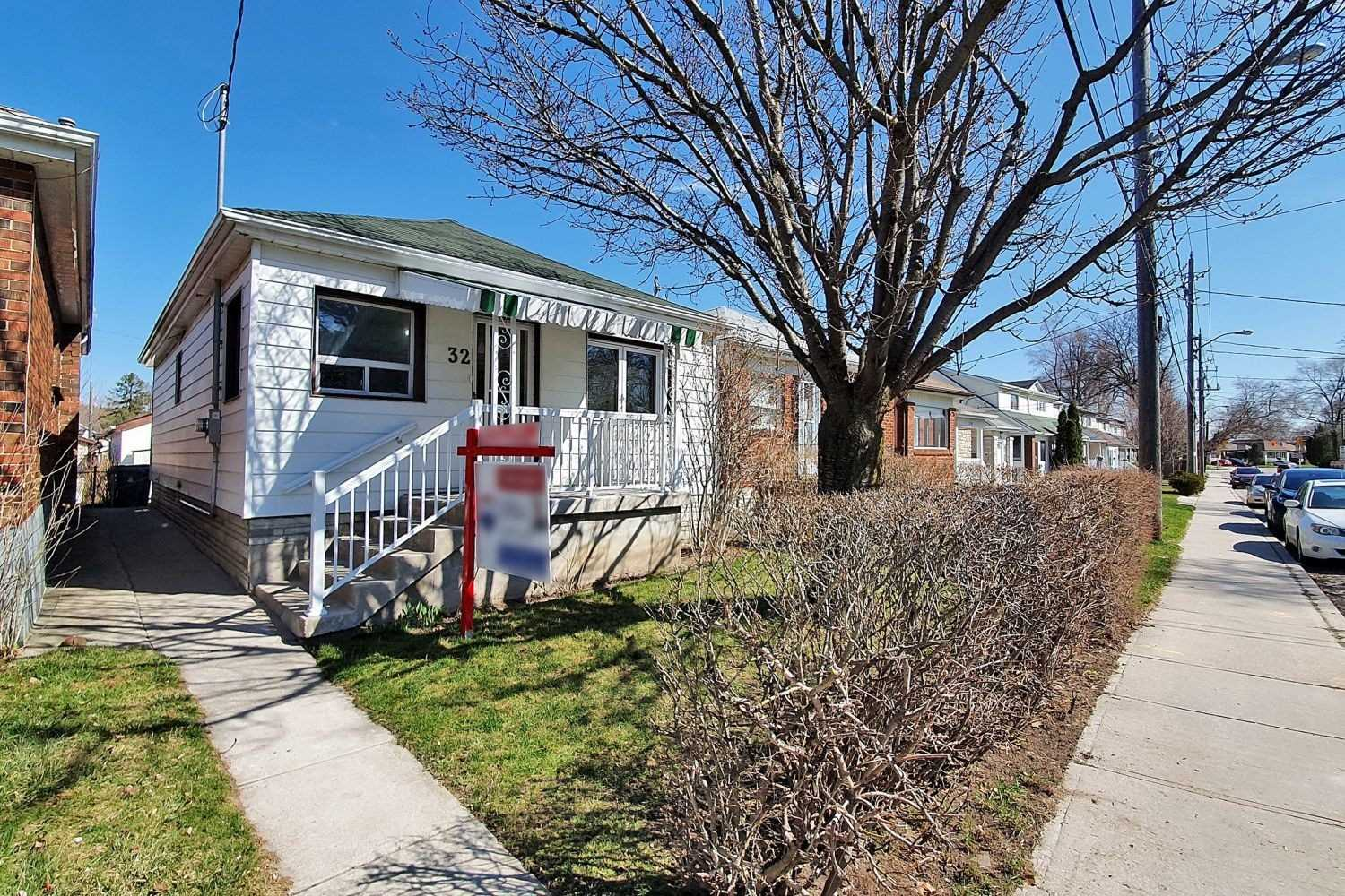 pictures of house for sale MLS: W4739191 located at 32 Emmett Ave, Toronto M6M2E6