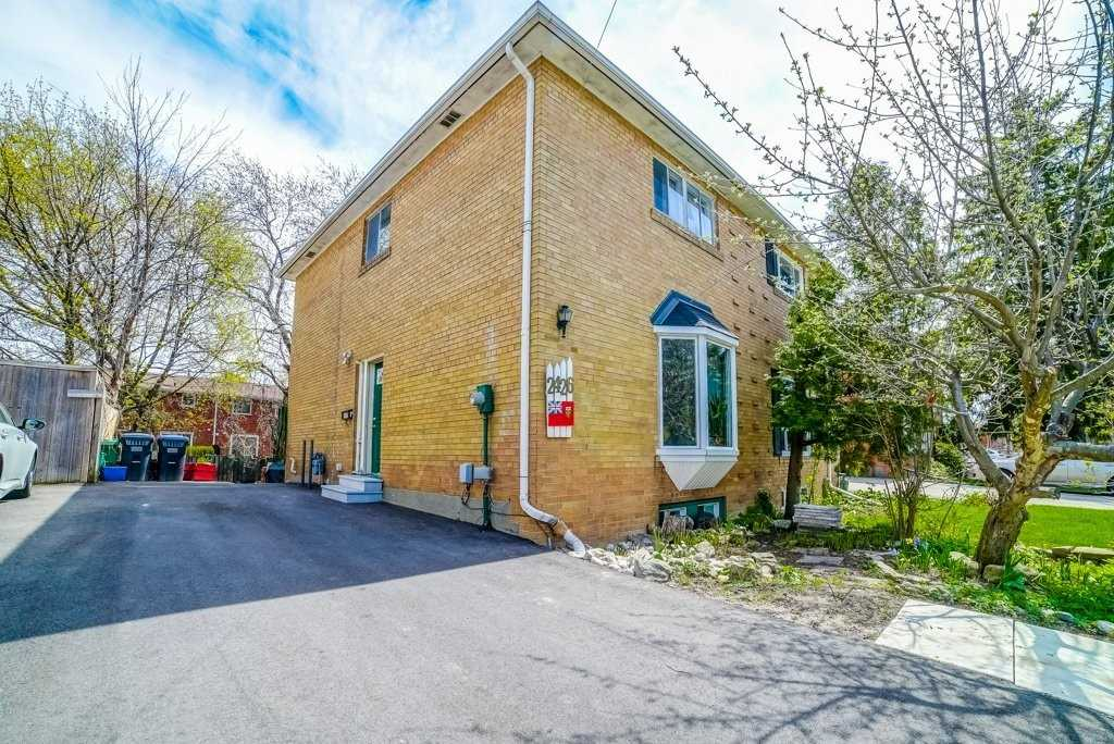 pictures of house for sale MLS: W4757007 located at 2426 Brookhurst Rd, Mississauga L5J1R3