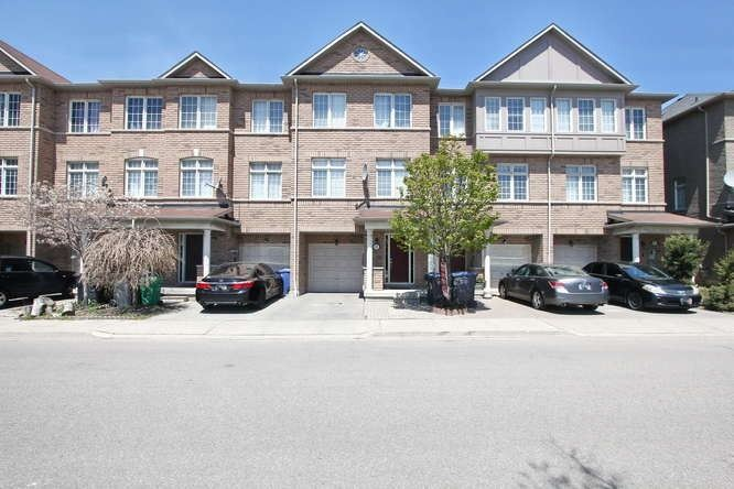 pictures of house for sale MLS: W4765302 located at 7035 Rexwood Rd, Mississauga L4T4M9