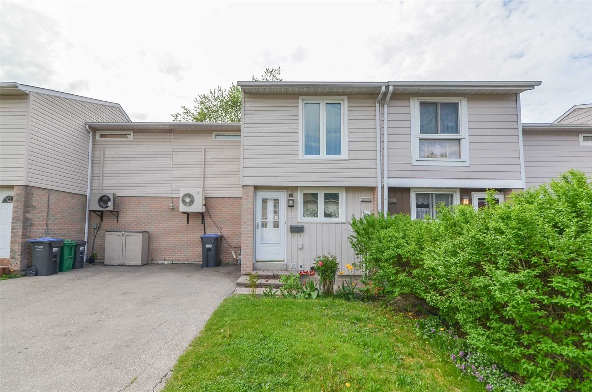 pictures of house for sale MLS: W4771440 located at 35 Hindquarter Crt, Brampton L6S2C3