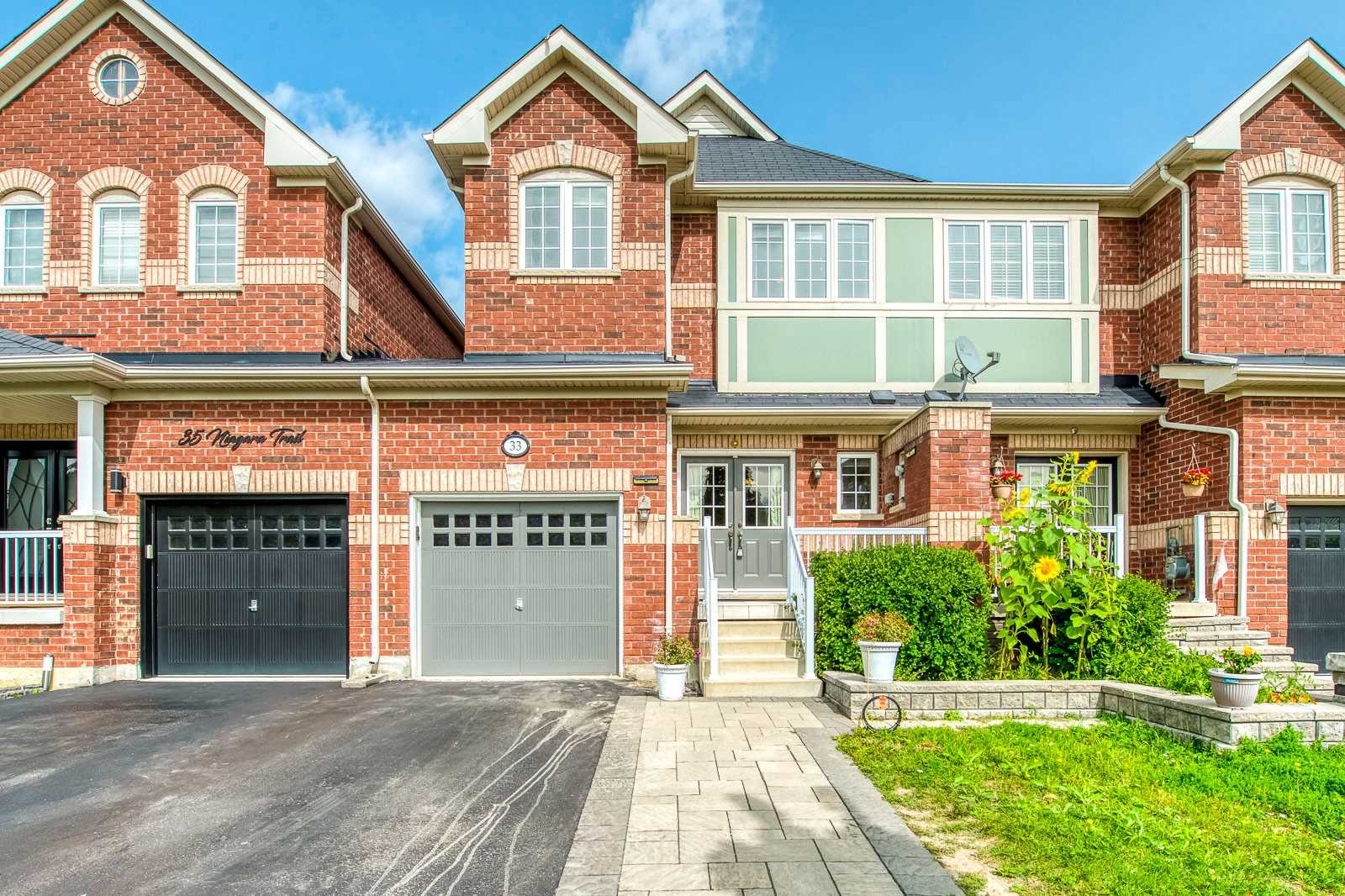 pictures of house for sale MLS: W4914694 located at 33 Niagara Tr, Halton Hills L7G0A9