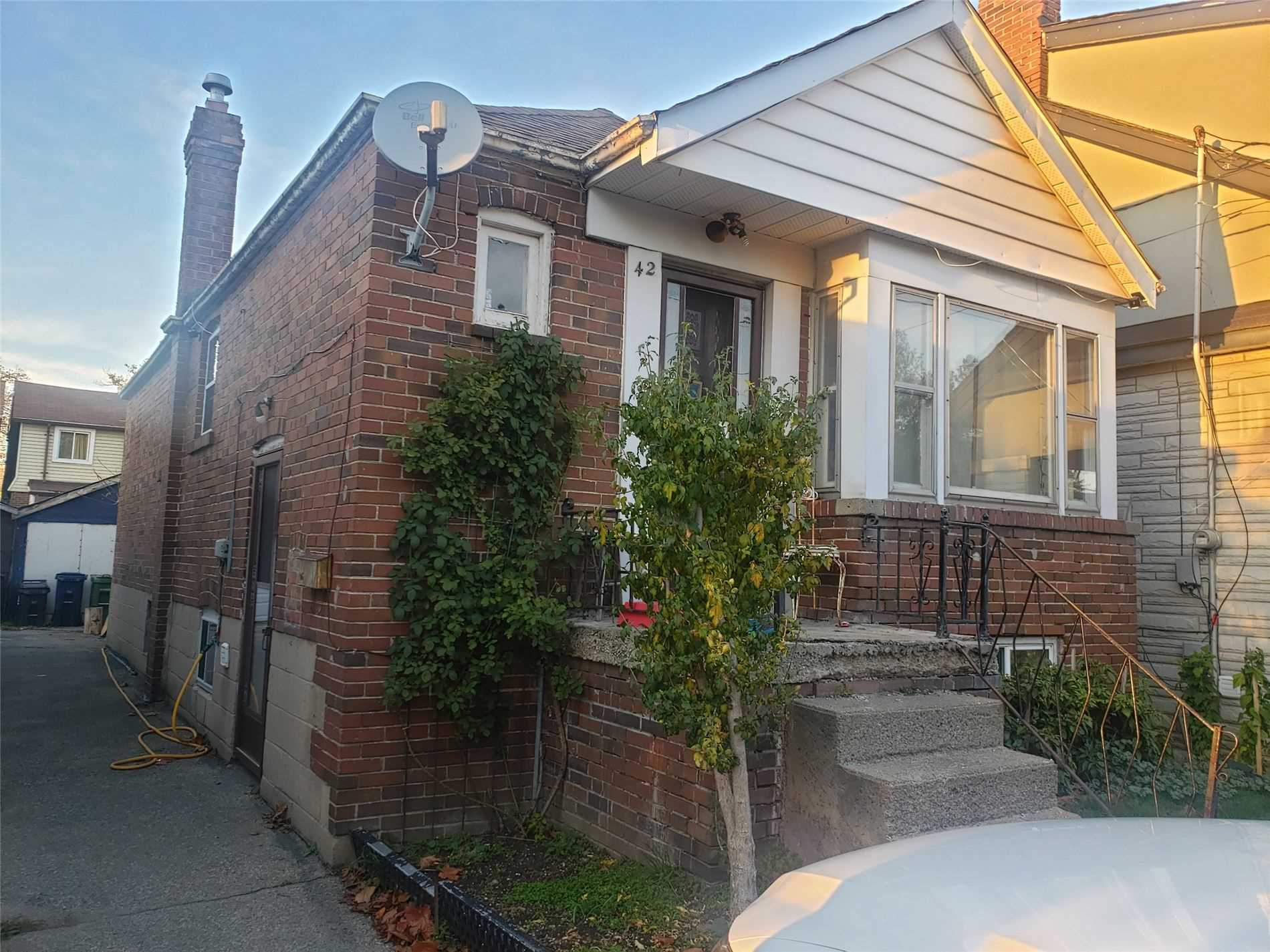 pictures of house for sale MLS: W4972015 located at 42 Craydon Ave, Toronto M6M2C7