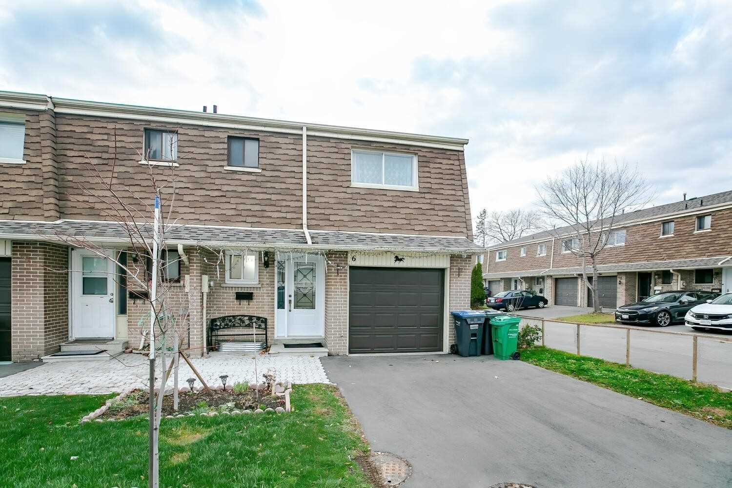 pictures of house for sale MLS: W5070286 located at 7450 Darcel Ave, Mississauga L4T2X7