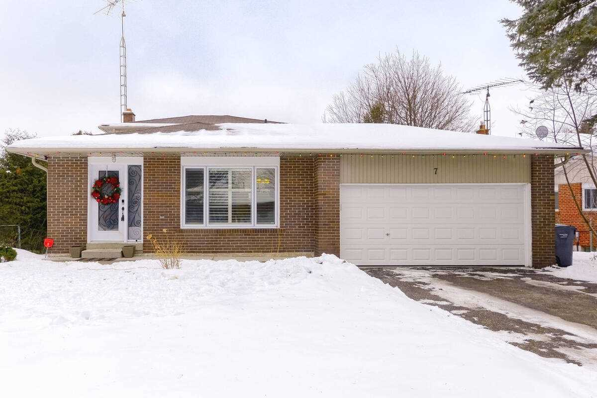pictures of house for sale MLS: W5080897 located at 7 Church St, Caledon L7K0A2