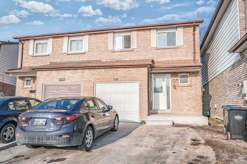 pictures of house for sale MLS: W5082825 located at 755 Ashburnham Pl, Mississauga L5C3W5