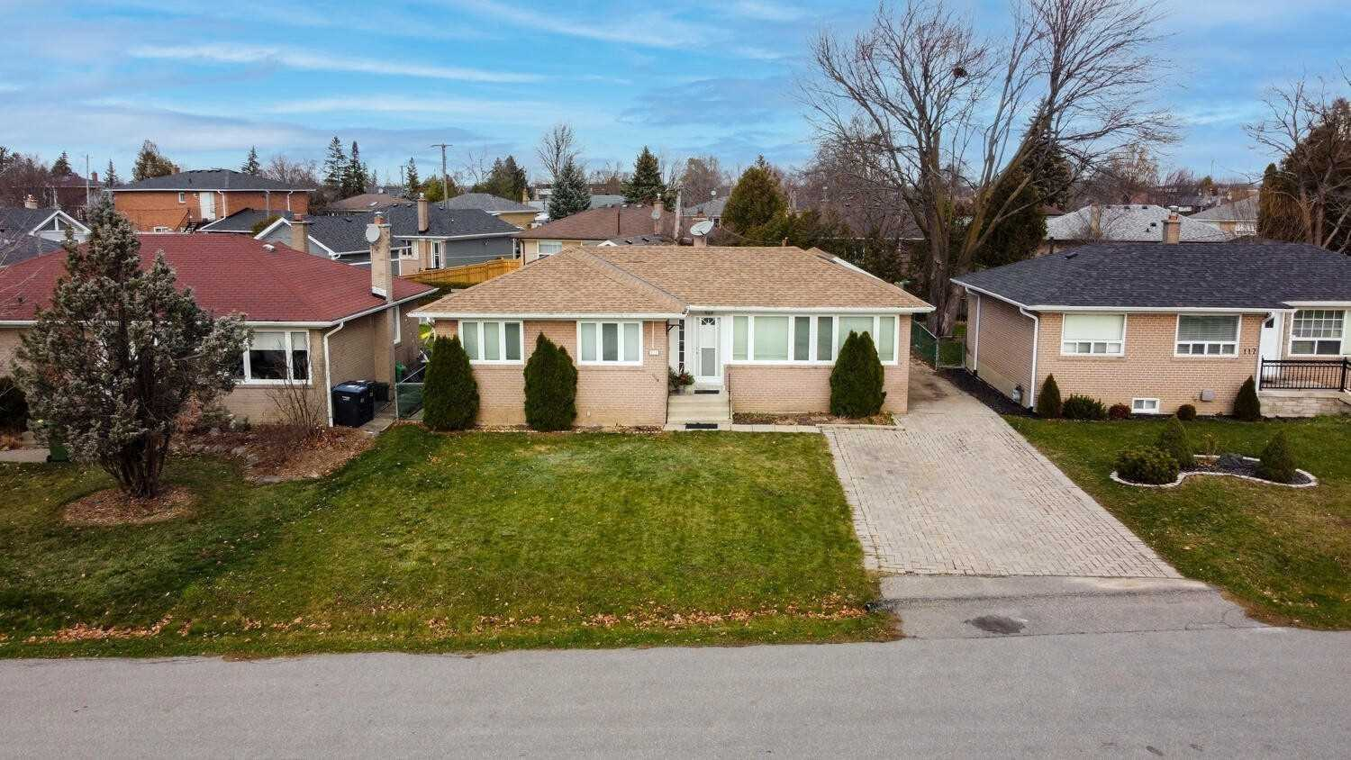 pictures of 121 Stephen Dr, Caledon L7E4Y2