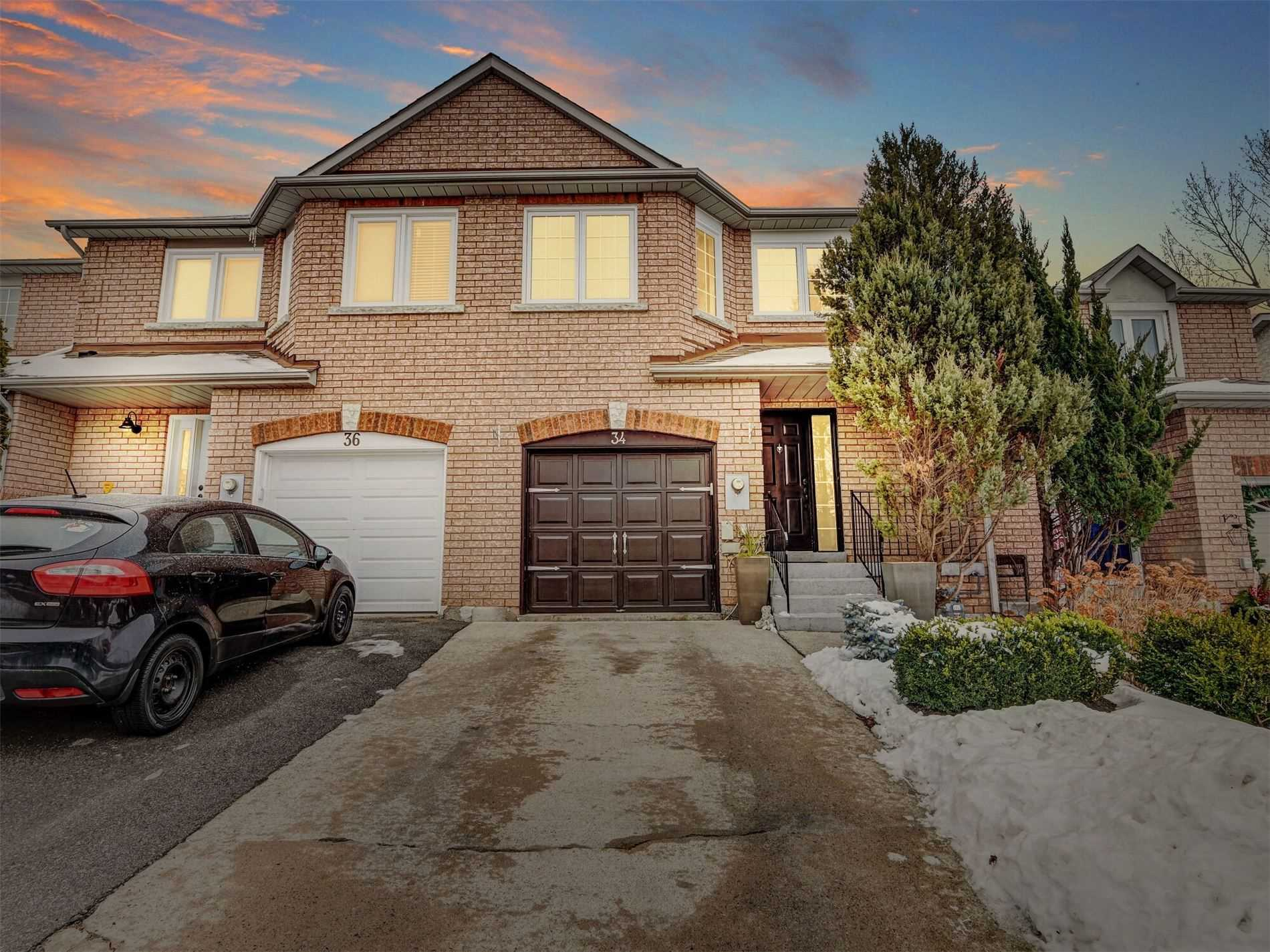 pictures of house for sale MLS: W5084069 located at 34 Rolling Hills Lane, Caledon L7E1T9