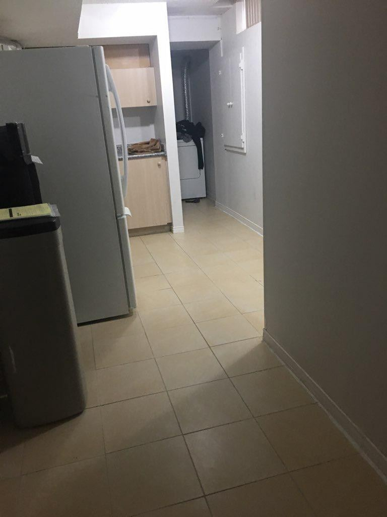 pictures of 2 Bearwood St, Brampton L7A1Y3