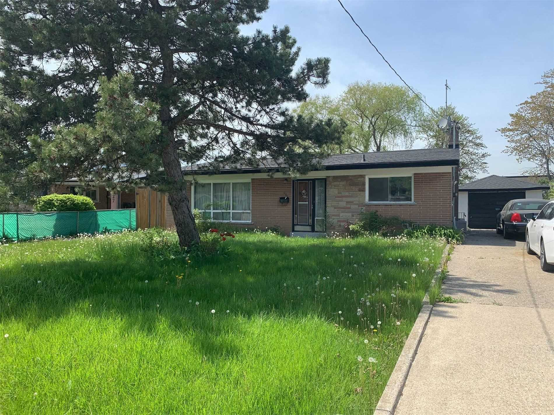 pictures of 523 Pinegrove Rd, Oakville L6K2C2