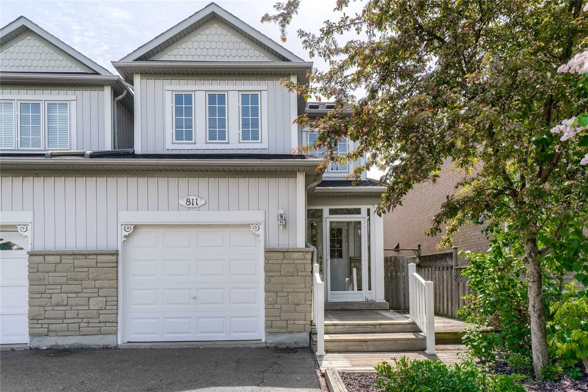 pictures of house for sale MLS: W5242724 located at 811 Avocado Cres, Mississauga L5W1K4