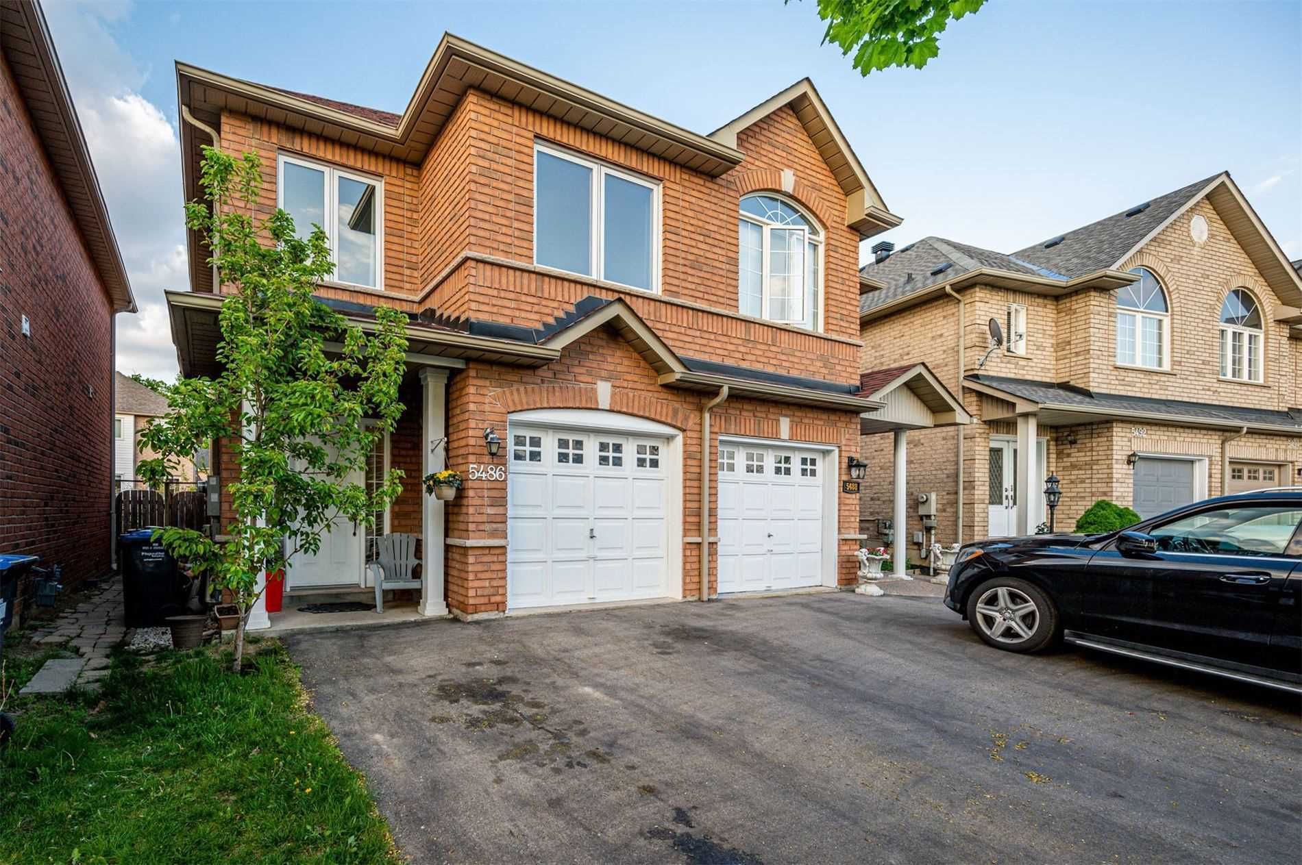 pictures of house for sale MLS: W5243586 located at 5486 Tree Crest Crt, Mississauga L5R3Z8