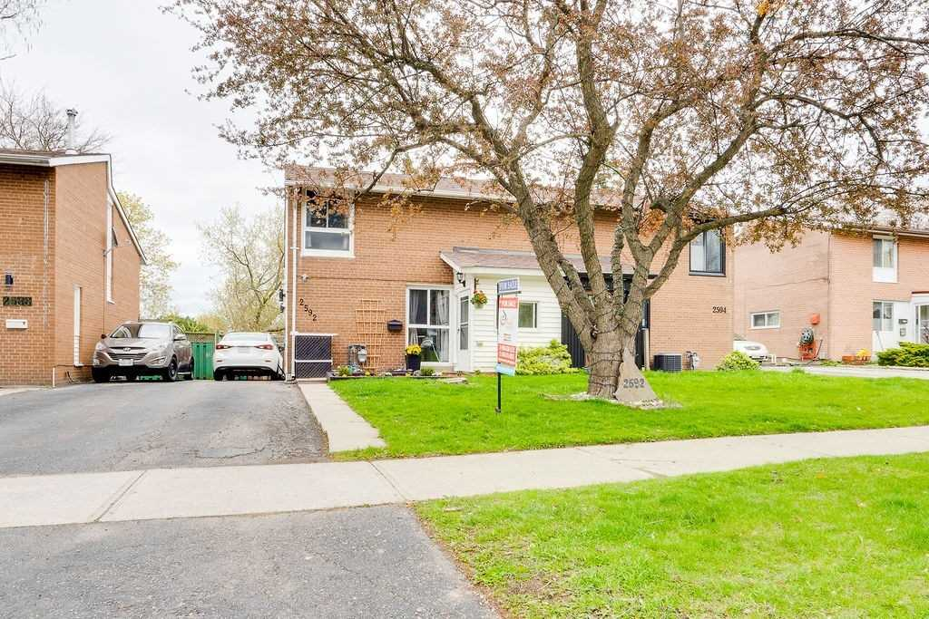 pictures of house for sale MLS: W5252223 located at 2592 Constable Rd, Mississauga L5J1W2