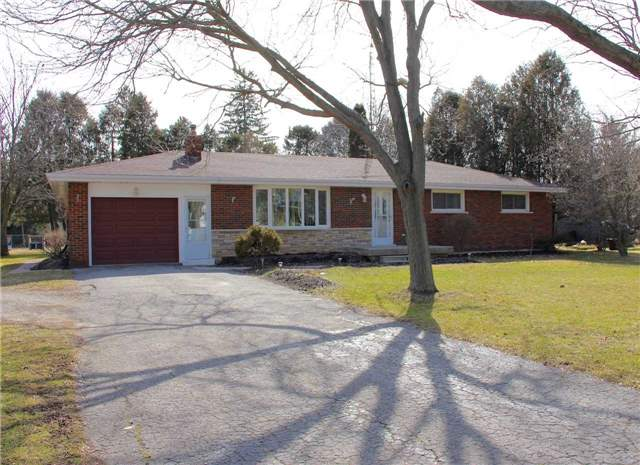 pictures of 21 Hager St, Brant N3W2G9