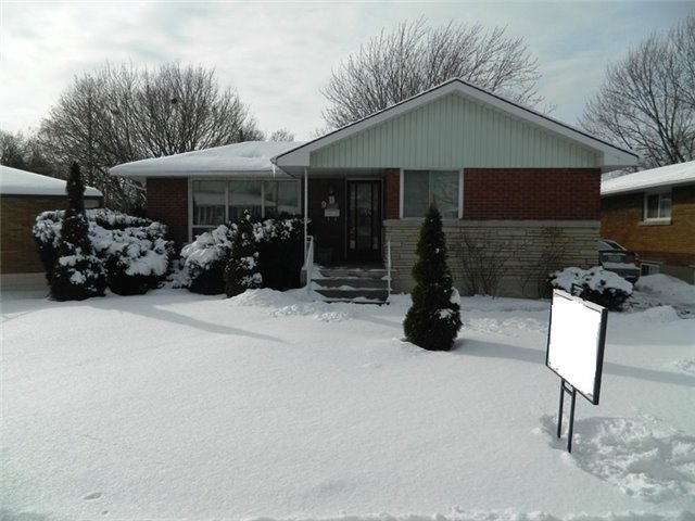 pictures of 9 Hillgarden Rd, St. Catharines L2T2W7