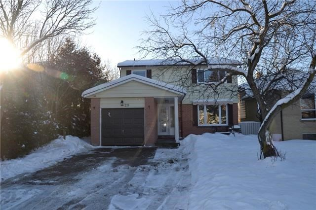 pictures of 29 Stanley Dr, Port Hope L1A3W7