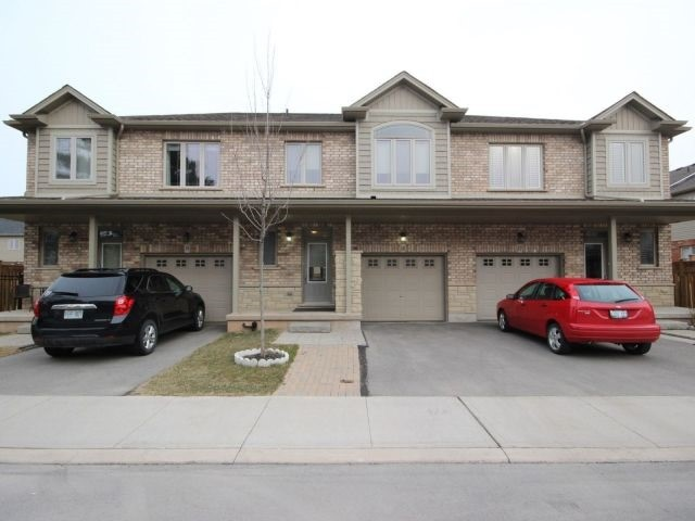 pictures of 380 Lake St, Grimsby L3M0E8