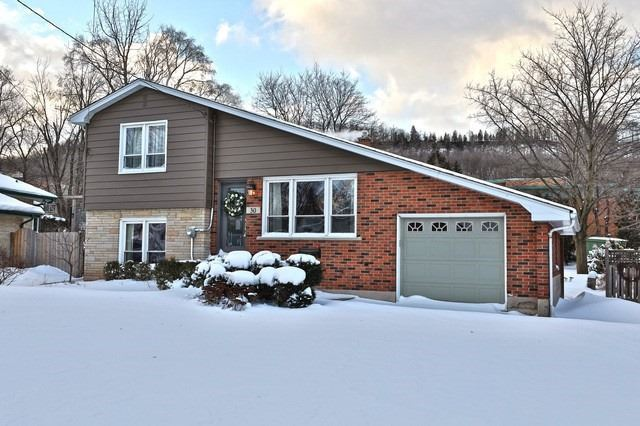 pictures of 30 Hazelwood Ave, Grimsby L3M 1K2