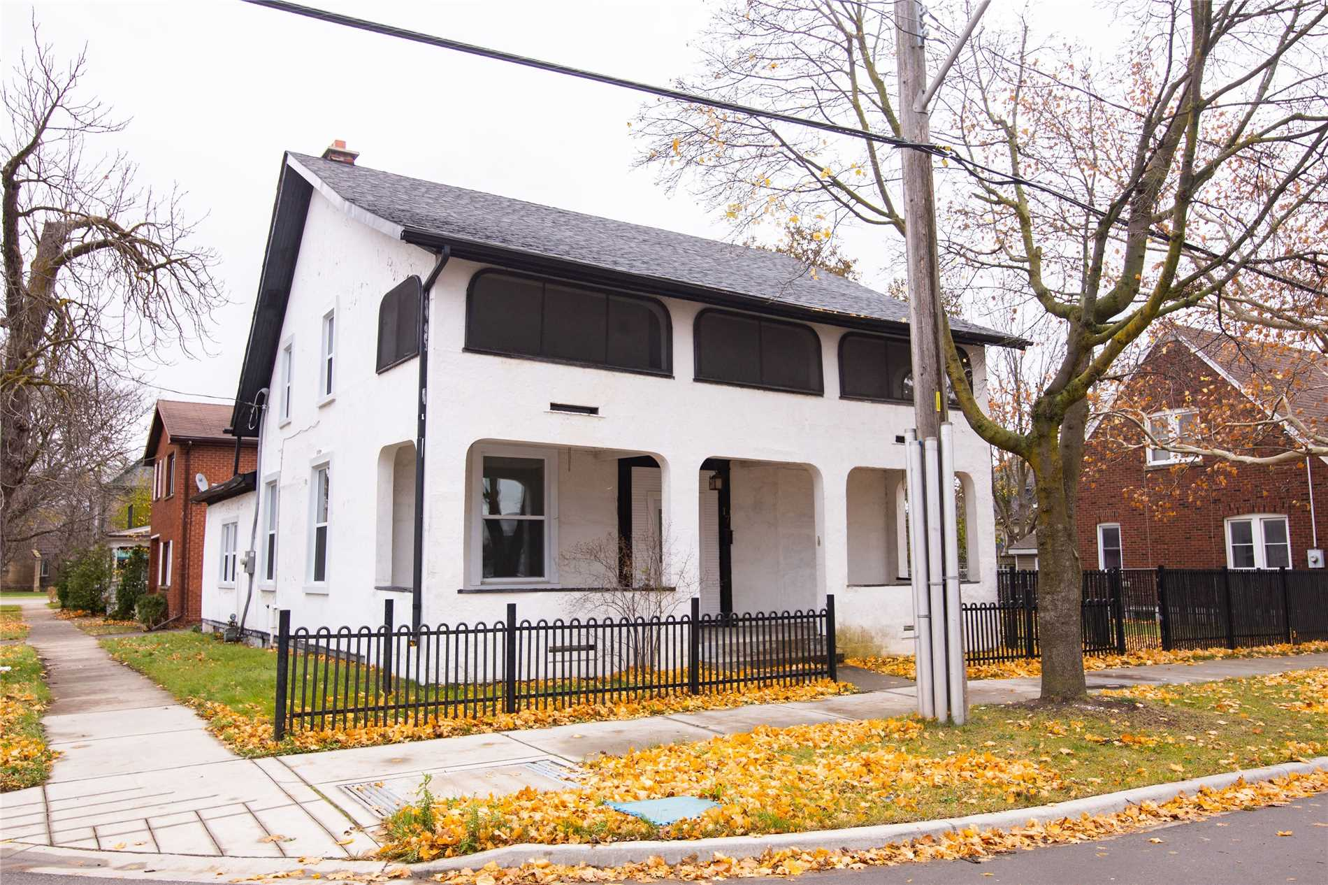 pictures of 17 William St, Brantford N3T 3K2
