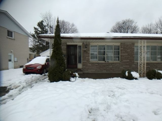 pictures of 82 Conway Dr, Kitchener N2A2C5