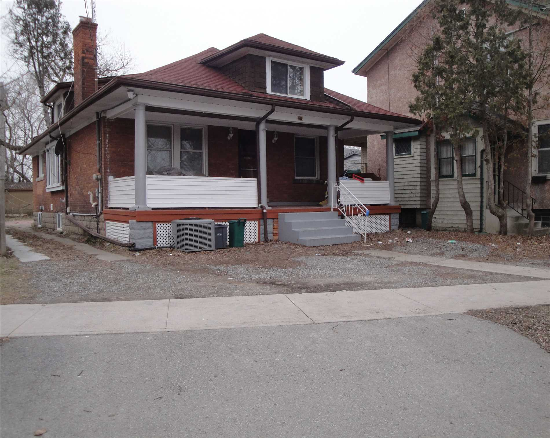 pictures of 161 Lake St, St. Catharines L2R 5Y6