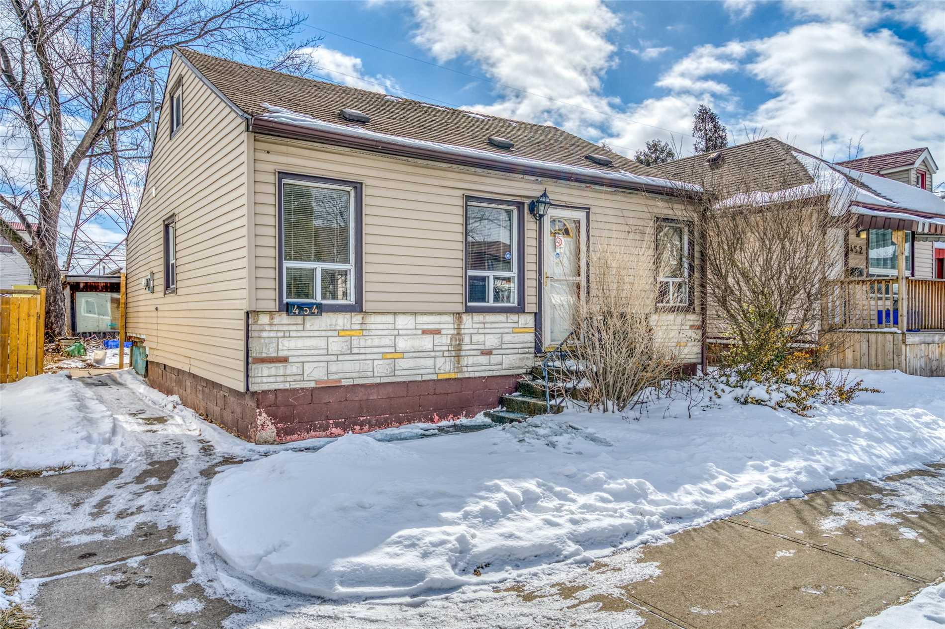 pictures of 454 Paling Ave, Hamilton L8H 5K4