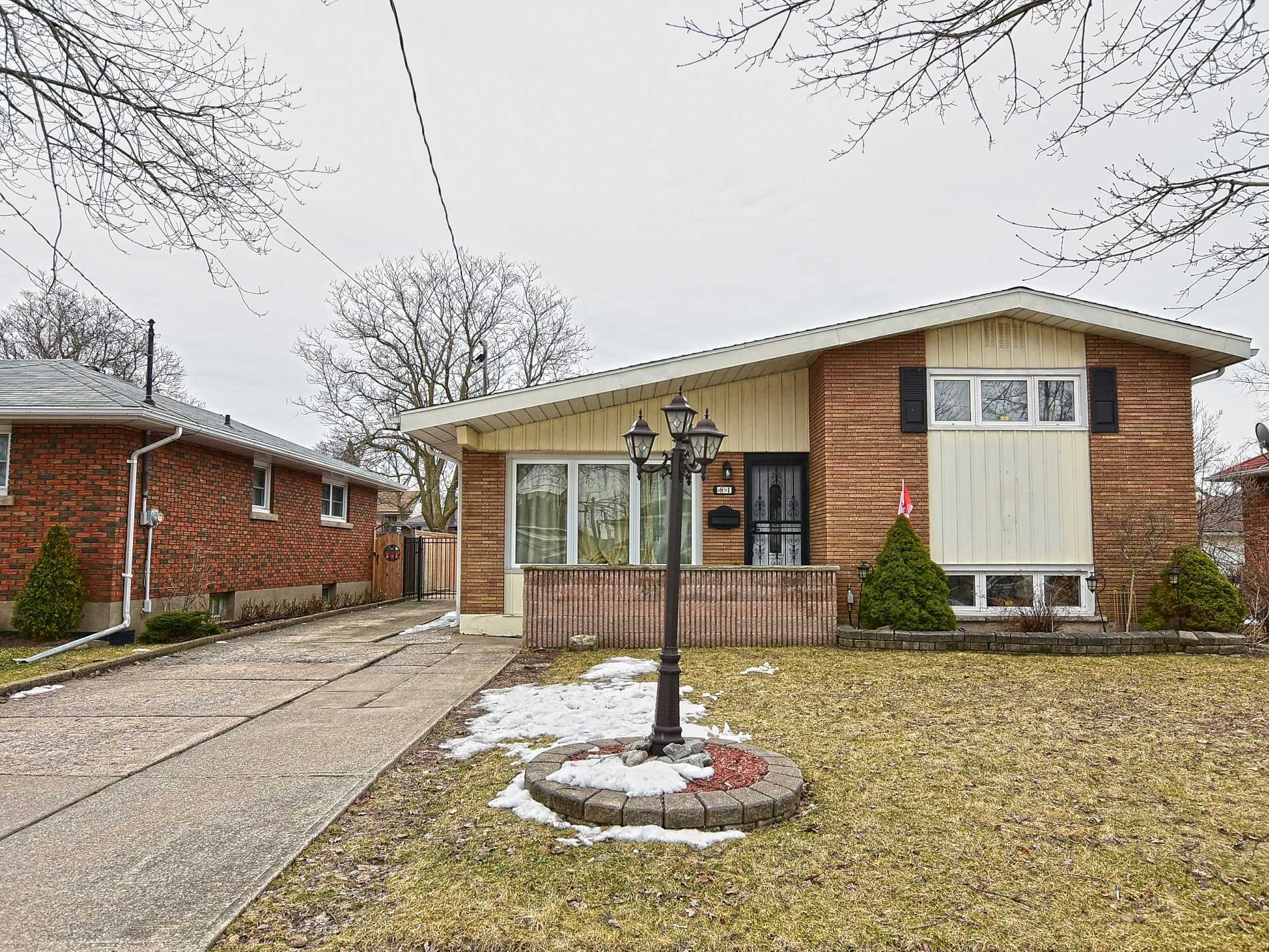 pictures of 81 Chaffey St, Welland L3B2Y4