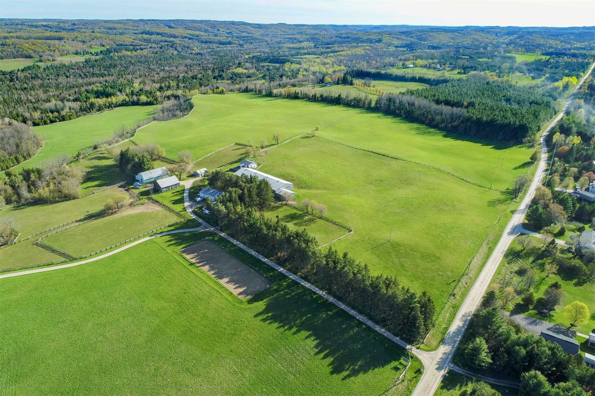 pictures of house for sale MLS: X4459630 located at 348536 15 Sideroad, Mono L9W6S8