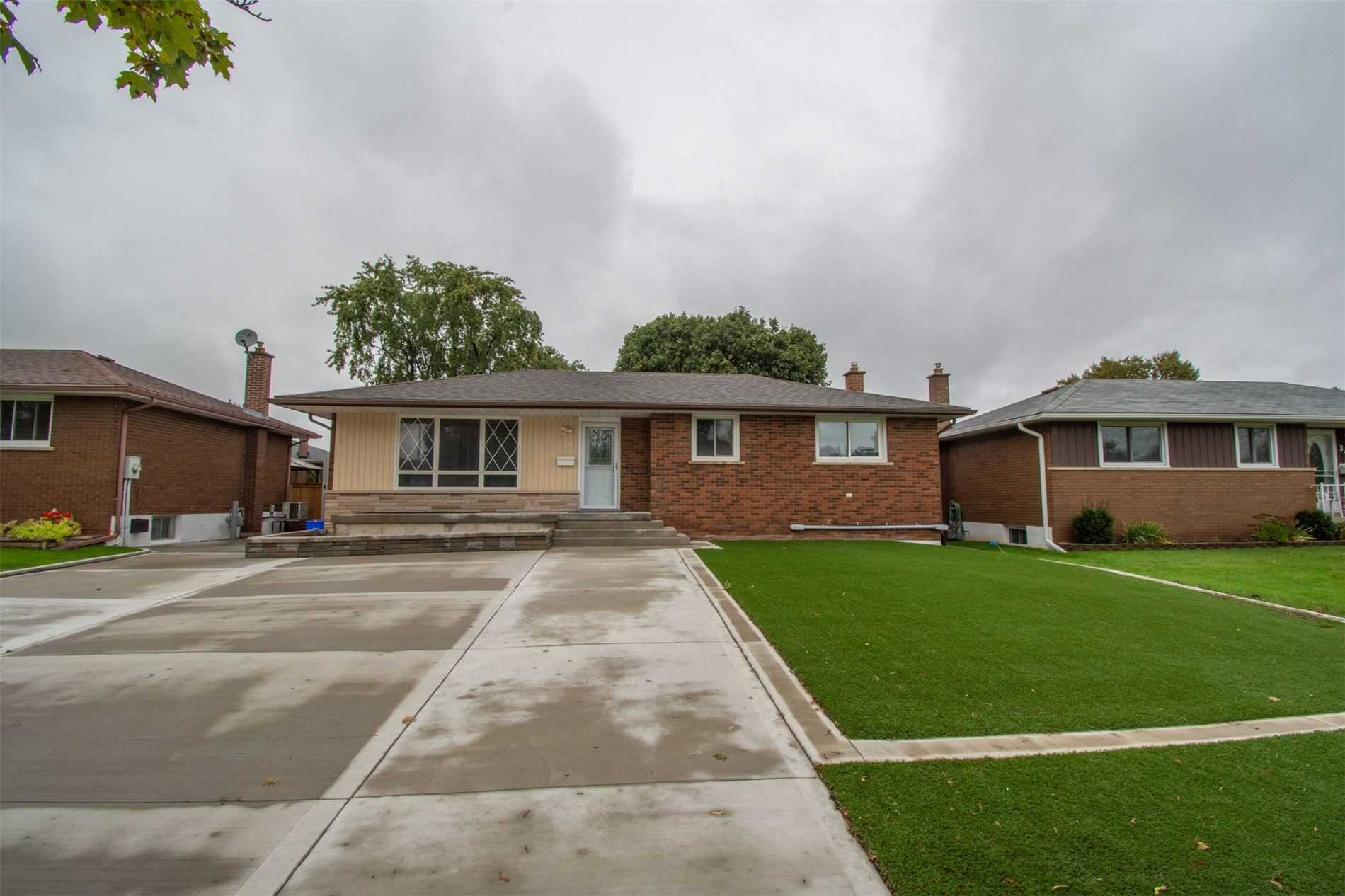 pictures of house for sale MLS: X4596852 located at 36 Balmoral  Dr, Brant N3R5B8