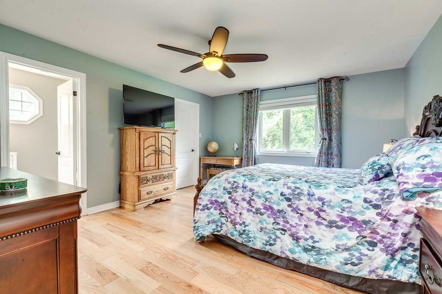Image 4 of 20 showing inside of 3 Bedroom Detached Bungalow house for sale at 3947 Larose Cres, Port Hope L0A1B0