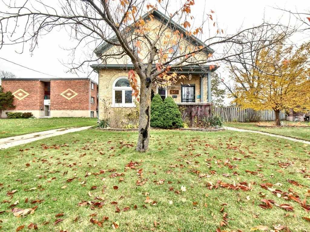 pictures of house for sale MLS: X4629212 located at 541 William St, Cambridge N3H3W6