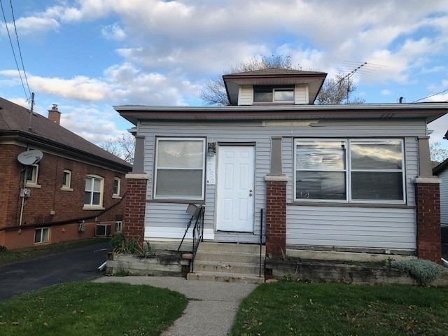 pictures of house for sale MLS: X4648561 located at 4750 Fifth Ave, Niagara Falls L2E4R8