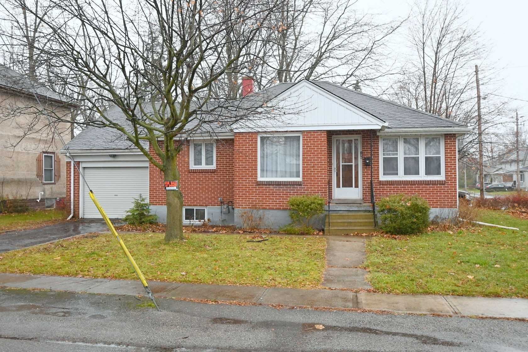 pictures of house for sale MLS: X4651035 located at 126 Cross St W, Haldimand N1A1N2