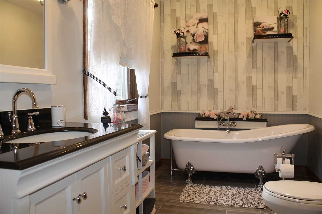 Image 5 of 20 showing inside of 3 Bedroom Detached Bungalow house for sale at 2925 Hwy 28 Rd, Port Hope L1A3V6