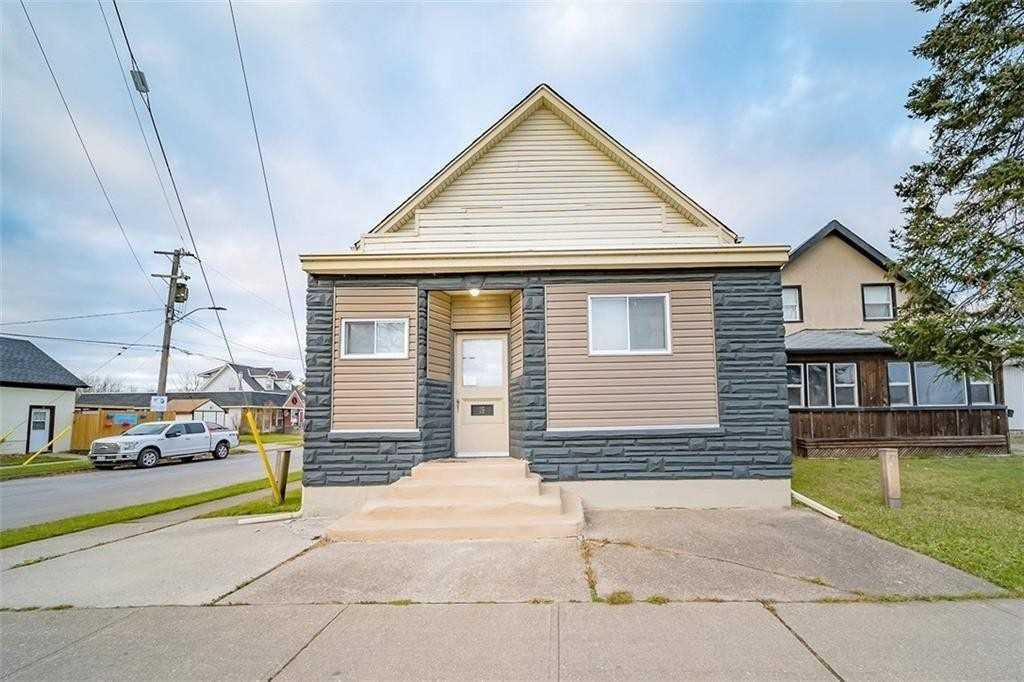 pictures of house for sale MLS: X4663133 located at 15 Broadway  Ave, Welland L3C5L2